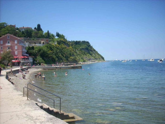 Fiesa Beach is a small bay located between Piran and Strunjan